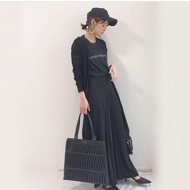 #Repost @yun_wear with @get_repost・・・・・おはようございます♡昨日の夜にバーベキューしたもんだから、家中炭臭い️・・そんな今日は、炭臭いので、ブラックコーデ︎・・ ・・モード感溢れるバッグは EMODAの 「メッシュトート」️スラッシュデザインを大胆にあしらい、モード感抜群❣️@sacsbar_com_official_womens さんのプロフィール欄にあるサックスバー公式通販サイトからチェックできるよ︎・・ ・・#sacsbar #サックスバー#ライセンス #サックスバー公式通販サイト#EMODAバック #emoda #EMODA#エモダ  #トートバック #プレゼント#yunco_de #ママコーデ#ママファッション#プチプラコーデ#モード #カジュアルコーデ#ワントーンコーデ#ブラック#ブラックコーデ#ワントーンコーデ#黒#uniqloginza2018ss #おしゃれさんと繋がりたい #ponte_fashion #mineby3mootd #ロカリ#chao_app#ビュースタグラマー#ジャージーフレアパンツ #ユニクロパンツ族