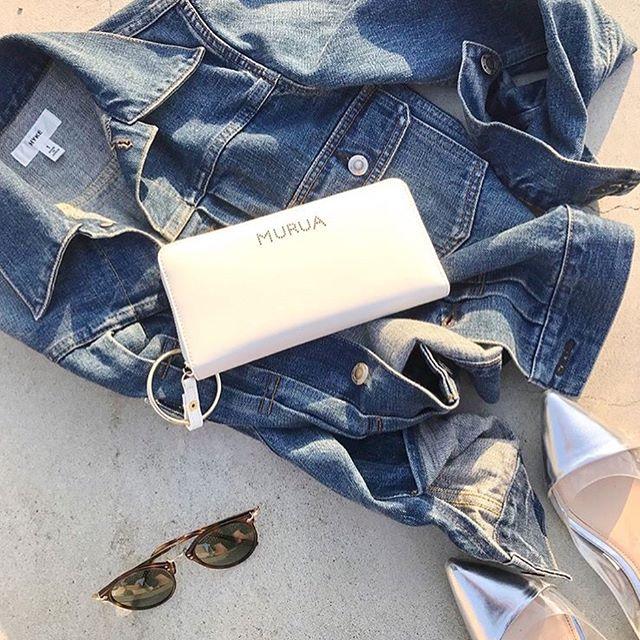 #Repost @l.lily1013 with @get_repost・・・昨日のコーデをバッグを持ち替えてみました・wallet #MURUA・夏にこれひとつで海辺とかぷらぷらしたいと思ってたMURUAのロングウォレット♀️・取り外しできる引き手リングを持って歩くとカッコいい・#サックスバー公式通販サイト は@sacsbar_com_official_womens からか私のプロフリンクから飛べるから是非見てみてください・・#sacsbar #サックスバー アプリ#murua #ムルーア #長財布 #プレゼント#ライセンス