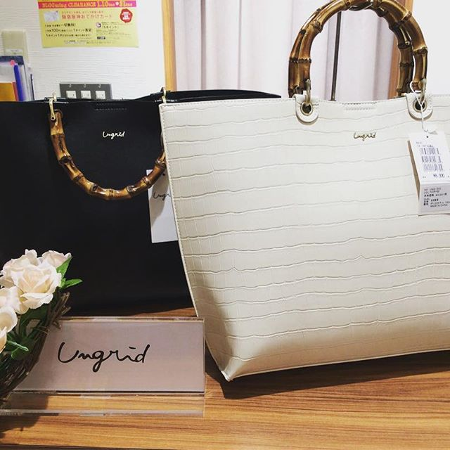 Ungridの新作が入荷しましたA4も入るトートバッグです!とても軽くて通学や通勤にも便利です\(^o^)/デザインも2つあり色も沢山ご用意しております😇¥7900〜#高槻#阪急#ミング#グランサックス#鞄#バッグ#トートバッグ #Ungrid