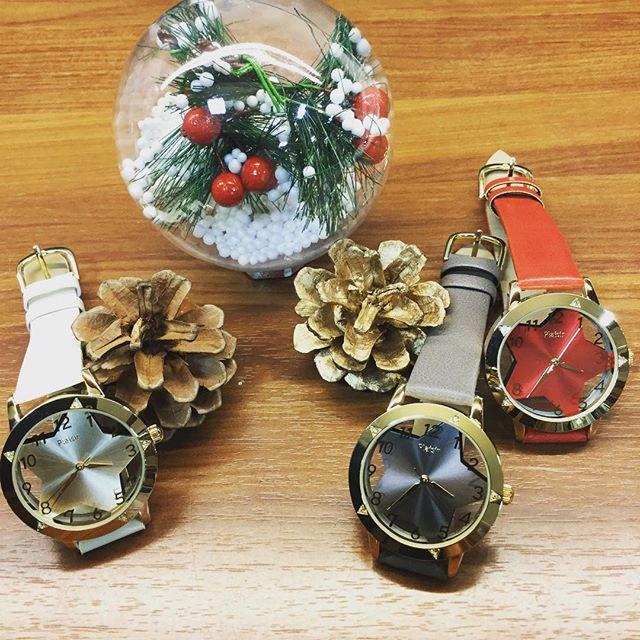 11月中旬に入って、少しずつ街はクリスマスモードに️大切な方に送る、クリスマスプレゼントに腕時計などいかがでしょうか️素敵な時計を付けて、素敵な時間を大切な方と共に刻みましょう文字盤をあえて星型にくり抜いた可愛い腕時計️¥3,000+tax心を込めてラッピングさせて頂きます心を込めたラッピング=プライスレス(無料)#sacsbar#lapaxworld #アクセサリー#腕時計#クリスマスプレゼント#全国のサンタさんお疲れ様です#おしゃれさんと繋がりたい