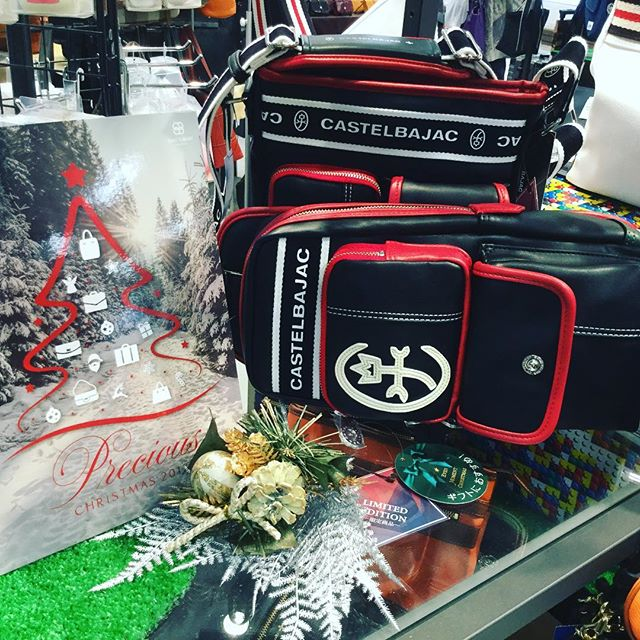 クリスマス限定シリーズプレゼントにもオススメです️ショルダーバッグ ¥12,000-ボディーバッグ ¥13,000-#カステルバジャック#クリスマスプレゼント#オススメ#アルプラザ草津#LAPAX草津