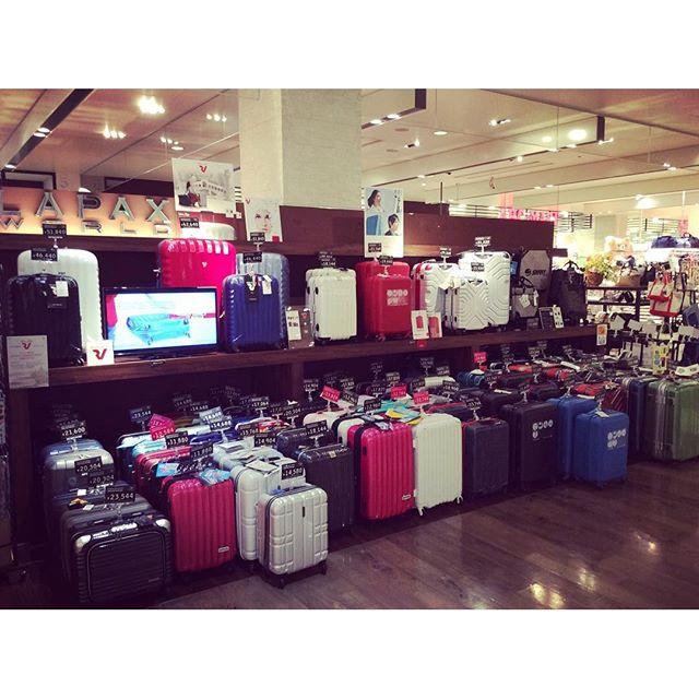 当店では、旅のスタイルに合わせ、お客様に最適な一品をお選び頂ける様、数多くのスーツケースを取り揃えております。スーツケースご購入をお考えの方は、是非ご来店下さい!#ラパックスワールド#御影クラッセ#スーツケース#roncato #ace #swany #bermas #zerogra #outdoor #legendwalker