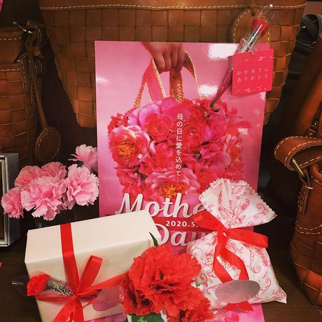 5月10日は母の日ですね今年のプレゼントはもう決まりましたかいつもお世話になっているお母さんに、感謝の気持ちを込めてバッグを送ってみてはいかがでしょうかラパックスワールドでは、プレゼントにピッタリのバッグをたくさん取り揃えております❣️もちろんラッピングもスタッフにお任せください #母の日 #ラパックスワールド #燕三条 #バッグ #lapaxworld  プレゼント
