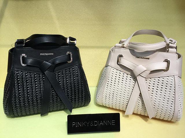PINKY&DIANNEのバッグをご紹介致します♀️....(写真1枚目)カラーはブラック・ホワイトの2色...¥13.000+tax.⇩⇩⇩30%OFF¥9.100+tax..(写真2枚目)カラーはブラック・ホワイトの2色...¥11.000+tax .⇩⇩⇩30%OFF¥7.700+tax..今からお使い頂けるPINKY&DIANNEのバッグが❣️30%OFF❣️..とてもお買い得なSALEです....#PINKYandDIANNE#ピンキーアンドダイアン#SALE#セール#ハンドバッグ#ショルダーバッグ#大人可愛い#イオン上里#上里イオン#bagsash