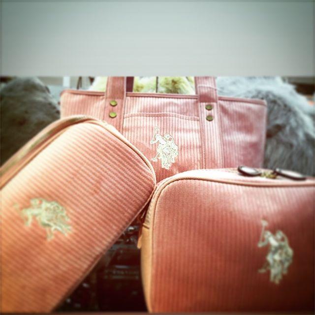 皆様こんにちは!ラパックスワールド玉名店です!秋めいて来たこの頃、バッグの衣替えいかがでしょうか?インポートブランドpolo より、コードュロイ シリーズ 入荷致しました!ショルダーベルト 2本付きでお好きなベルトに付け替え出来ます!トートバッグ ¥7,800+taxショルダー ¥9,800+taxミニショルダー ¥9,800+tax#sacsbar#Autumn & winter #POLO#コードュロイ#暖#ストライプ#USポロ