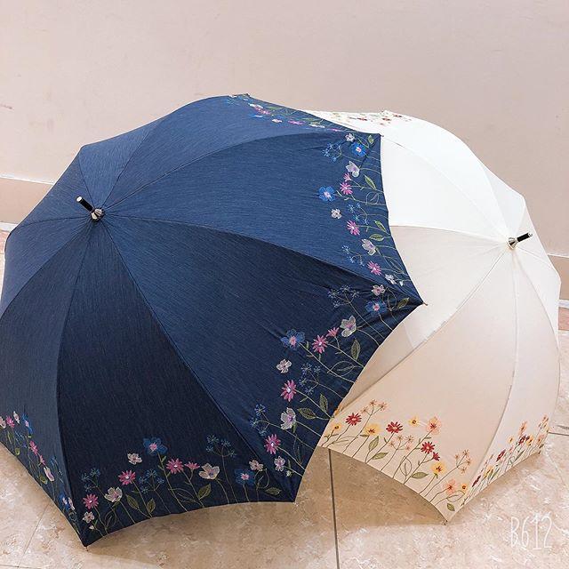 hello¨̮♡今日はあいにくの雨少し肌寒いですね☹️桜もほとんど散ってしまいましたさてさて、5/10は母の日です皆さん、何をプレゼントするか決まりましたか?🙃amaには、日傘から雨傘、折りたたみ傘種類豊富ですよー!しかもデザインが可愛いギフトでもらって嬉しいですし、自分用でOKぜひ、似合う傘を選んで下さい1枚目 /晴雨兼用 ¥3,500+税2枚目/ 晴雨兼用 ¥2,000+税#長崎#nagasaki#夢彩都 #youmetown#アーマ#ama#サックスバー#sac'sbar#アクセサリー#accessory#バッグ#BAG#新作#newarrival#傘#because#ビコーズ#晴雨兼用