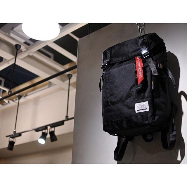 ︎【Staff Recommend】現在配布中のSAC'S BAR MAGAZINEにも掲載されている、FICCE,BRAVE (フィセブレイブ)のリュックが人気です!こちらはミリタリーブランド、ALPHAとのコラボ商品で、MA-1やN-3Bなど秋冬のファッションにも相性バツグンです︎. . .Ficce,Brave × ALPHA#F142 BACK PACK ¥8,500+tax. . .#drasticthebaggage #ドラスティックザバゲージ #sacsbar #サックスバー #中部国際空港 #セントレア #centrair #ficcebrave #フィセブレイブ #alpha #アルファ #alphaindustries #アルファインダストリーズ #rucksack #リュックサック #リュック #backpack #バックパック #military #ミリタリー #ma1 #n3b #travel #trip #旅行 #sacsbarmagazine #サックスバーマガジン